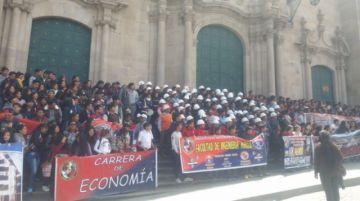 Universitarios marchan en la primera jornada de movilización de Comcipo