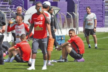 Perú ya se entrena en Montevideo para el amistoso que disputará ante Uruguay