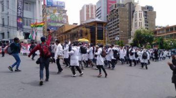 Médicos piden respuesta por escrito a la ministra Montaño para dialogar