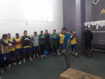 La dirigencia de Real Potosí presentó al técnico Marcos Ferrufino a los jugadores.