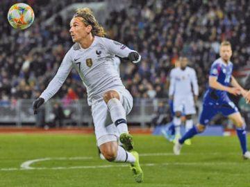 Francia gana a Islandia con un gol de Giroud