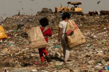 Nobel reconoce aportes a lucha contra la pobreza