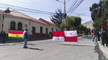 En el día del cabildo se mantiene el bloqueo de calles