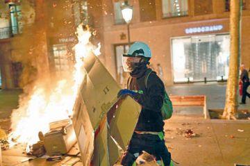 Protestas en Cataluña dejan 74 heridos