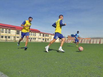 Ferrufino fortalece el trato del balón en Real Potosí