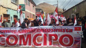 La marcha de Comcipo ya se dirige a la plaza 10 de Noviembre