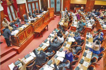 Denuncian que Legislativo aprobó 207 contratos mineros en un día