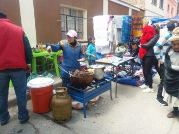 Comida y bebidas frías abundan en afueras de los recintos