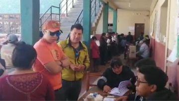 Ciudadana denuncia irregularidad en bolígrafo para votar