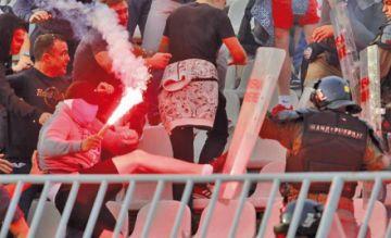 La UEFA sanciona a la selección de Serbia por incidentes racistas de hinchas