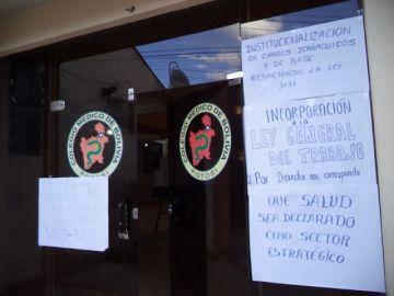 Médicos retoman sus medidas y respaldan demandas en pro de  la democracia