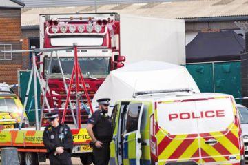 Encuentran 39 cuerpos en un camión frigorífico