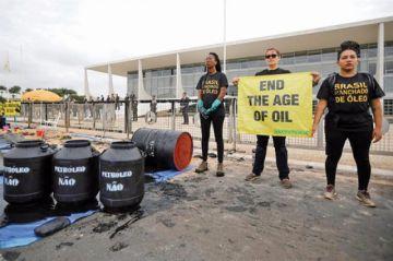 Brasil: Protestan contra derrame de crudo en el mar
