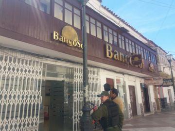 Movilizados recorren las calles para cerrar bancos y comercios