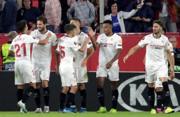 "Sevilla golea a Dudelange en el ""Ramón Sánchez Pizjuán"""