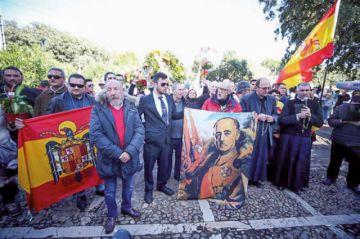 España: Exhuman al exdictador Franco