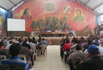 Cocaleros y campesinos amenazan con bloqueos si sigue el paro en el país