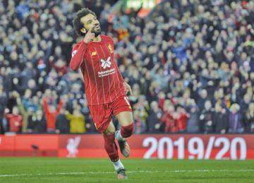 Liverpool vence a Tottenham 2-1 y se afianza en la cima
