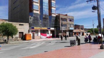 Bloqueos en las calles permanecen en inicio de semana