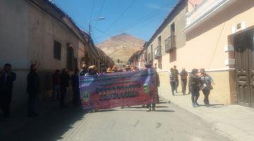 Partió la marcha de los cooperativistas mineros