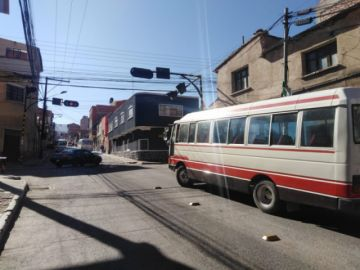 Bloqueos siguen en las calles en feriado de Todos Santos