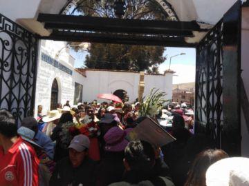 La población potosina visita masivamente el cementerio general