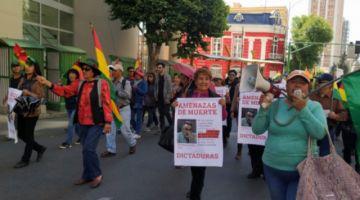 La Paz: padres de familia marchan en repudio a las amenazas de Torrico