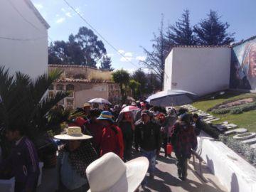 Miles visitaron el cementerio ayer