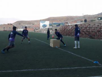 El técnico Ferrufino se enfoca en el trato del balón y la definición en Real Potosí