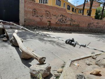 Defensoría solicita a bloqueadores no usar alambres de púas