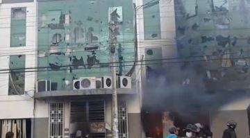 Reportan quema de edificio de la Alcaldía de Vinto