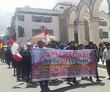 Vecinos del distrito 2 se movilizan en las calles
