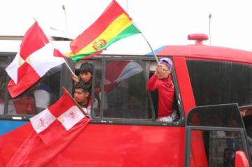 Nueva caravana de universitarios parte a La Paz