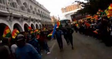 Lo último: Oruro recibe a los buses de la caravana de Potosí y Sucre