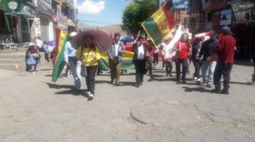 Vecinos de la zona baja marchan exigiendo la renuncia de Evo Morales