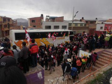 Centenar de buses partió con cooperativistas a La Paz
