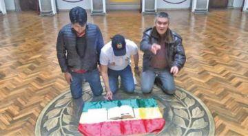 Camacho y Pumari ingresaron a Palacio con la Biblia y la carta