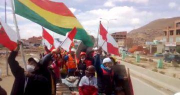 Videos. Universitarios van en tráiler de Oruro a La Paz