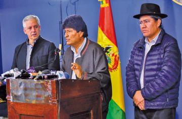 Evo y Álvaro  renuncian a la presidencia y vicepresidencia
