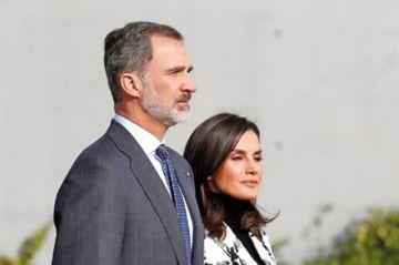 Reyes de España llegan a Cuba en visita oficial