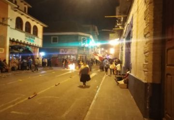 Cívicos instruyen mantener firme el bloqueo sin actos de violencia