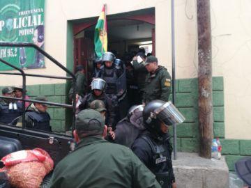 Policías y militares van a Betanzos