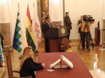 Presidenta posesiona nuevos ministros