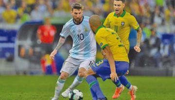 Brasil y Argentina se miden en el regreso de Messi
