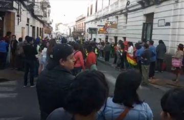 Reciben a la delegación chuquisaqueña por la democracia a Sucre
