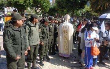 Con una misa, la Policía pide paz
