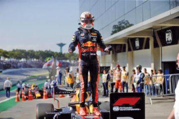 """Verstappen logra la """"pole"""" en Brasil"""