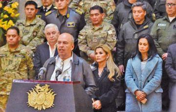 Ministro Murillo rescata a sus familiares que corrían peligro en la selva