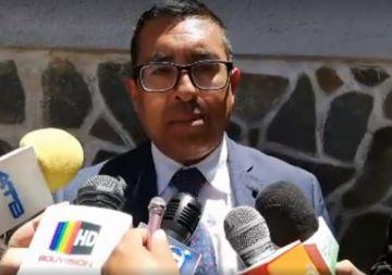 El rector de la UATF brinda declaraciones a la prensa