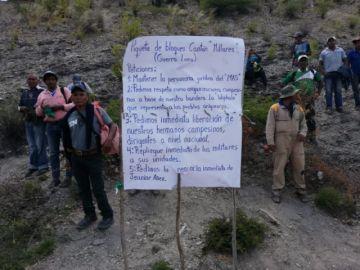 Campesinos de Millares bloquean a favor del MAS